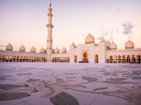 Tthe Sheikh Zayed Mosque in Abu Dhabi, UAE