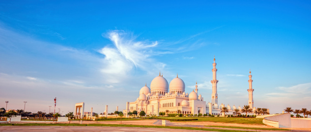Panoramic view on the Sheikh Zayed Mosque in Abu Dhabi (UAE) at sunset