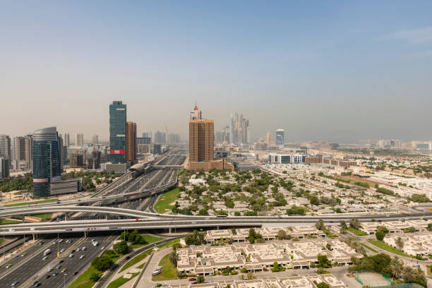 sheikh zayed road, dubai - sheikh zayed road stock-fotos und bilder