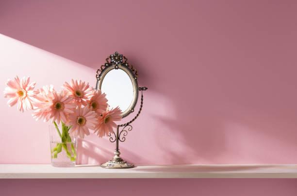 棚アクセサリー、ピンクの壁 ストックフォト