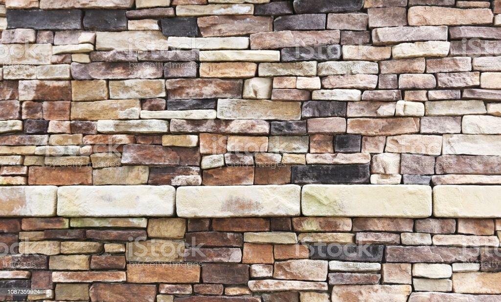 Regal in Steinmauer – Foto