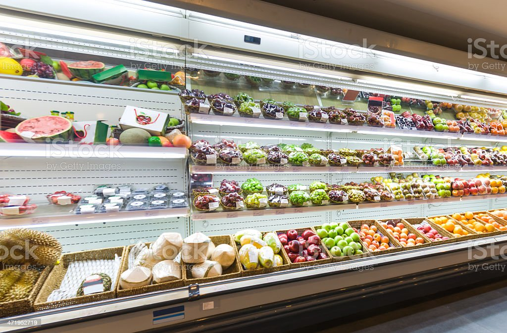 Regal mit Obst im Supermarkt – Foto