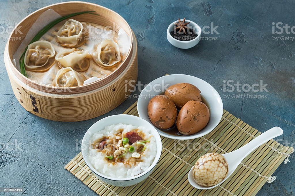 Shelled Hard Boiled Chinese Marbled or Tea Eggs Lizenzfreies stock-foto