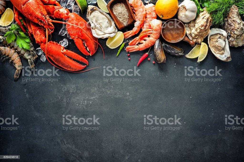 Moluscos e crustáceos prato de frutos do mar - foto de acervo