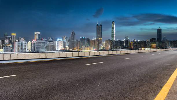Edificio horizonte y autopista de la ciudad de Shenzhen - foto de stock