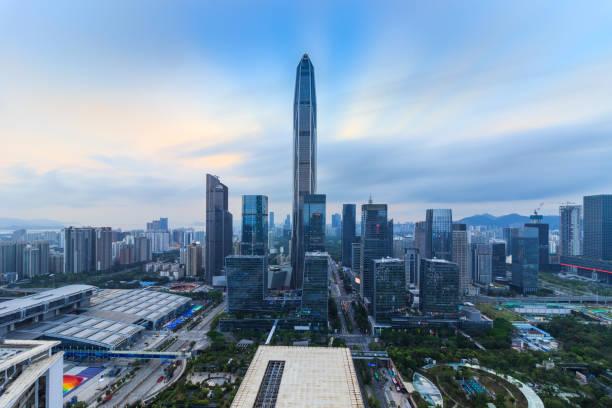 El perfil urbano de Shenzhen - foto de stock