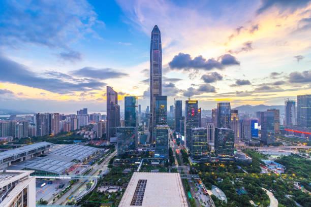 Distrito financiero de Shenzhen atardecer Skyline - foto de stock