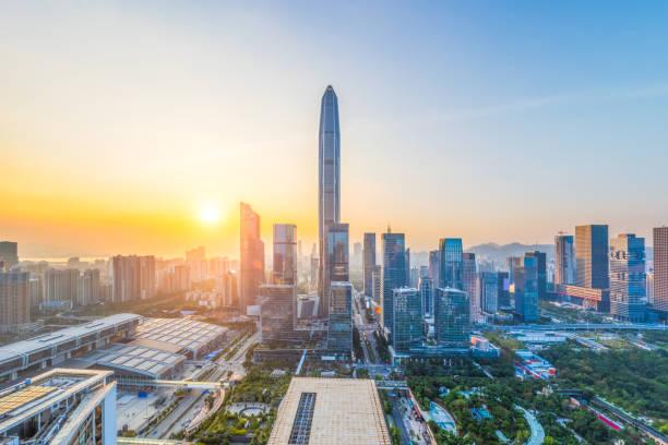 Skyline del distrito financiero de Shenzhen en oscuridad - foto de stock