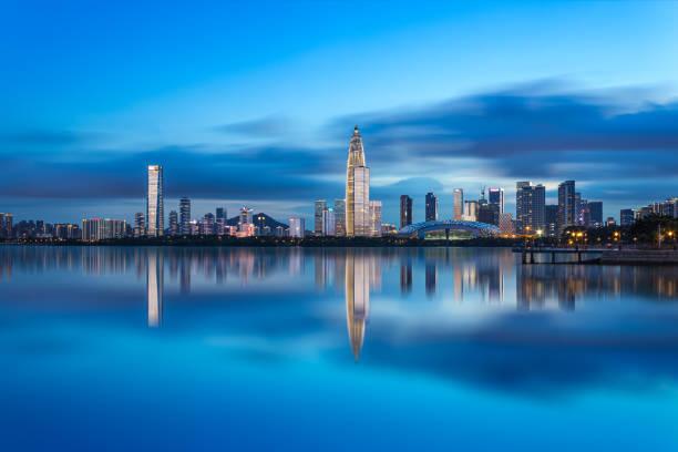 Shenzhen nanshan distrito houhai parque de talentos bulliciosa escena nocturna - foto de stock