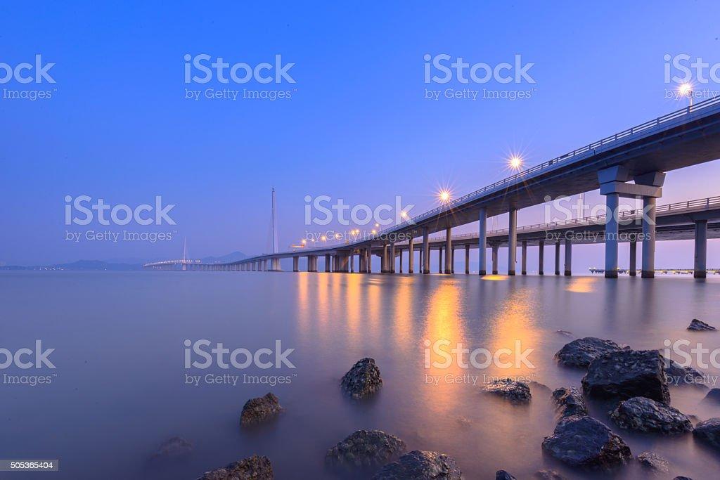 Shenzhen Wan puente en la noche - foto de stock