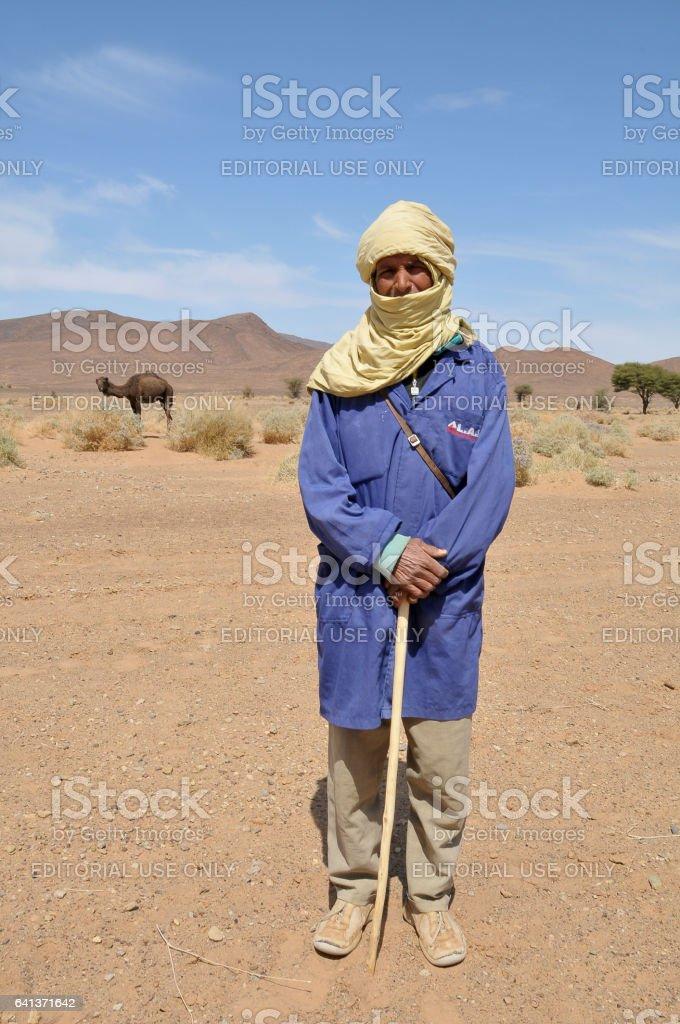 Pastor de los camellos en el valle del Dades - foto de stock