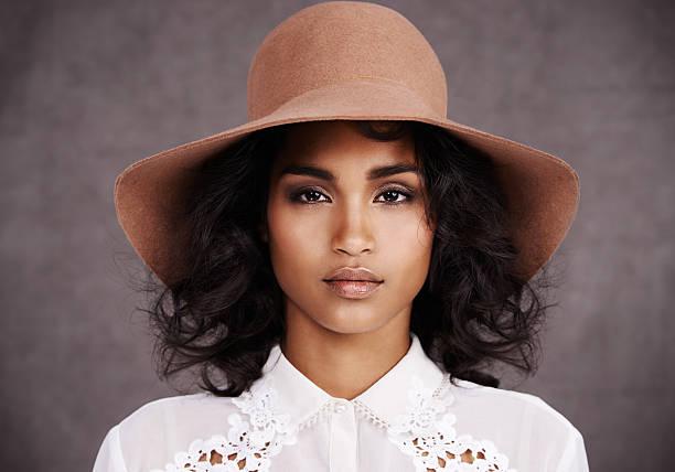she's got estilo - moda de maquillaje fotografías e imágenes de stock