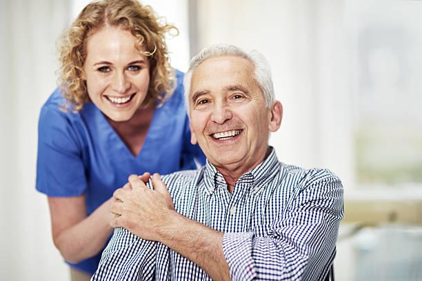 she's the best nurse i could've hoped for - geriatría fotografías e imágenes de stock