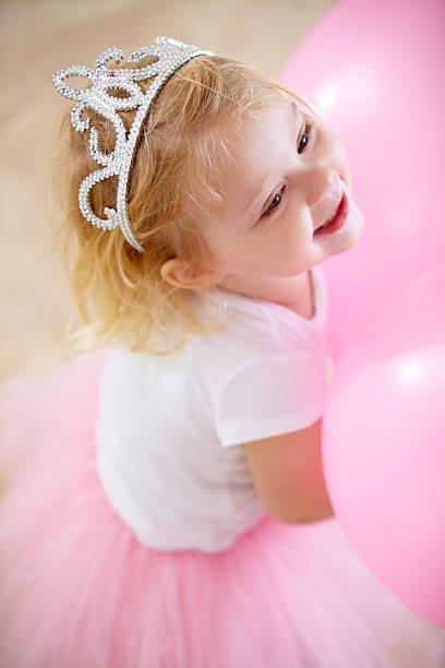 sie den geburtstag princess - prinzessin tiara stock-fotos und bilder