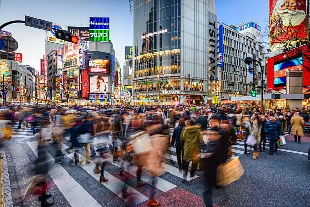 shibuya-kreuzung - weihnachten japan stock-fotos und bilder