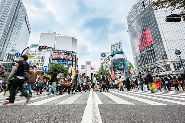 日本東京渋谷スクランブル交差点 - 横断する ストックフォトと画像