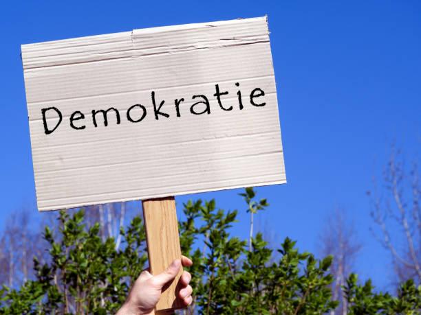 shield democracy in german - демократия стоковые фото и изображения