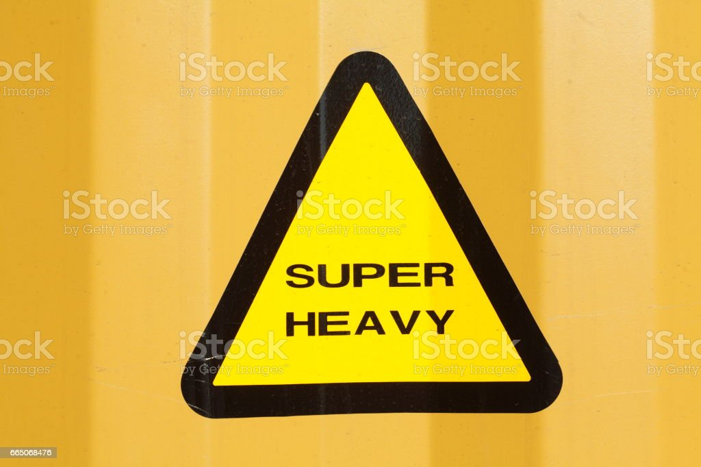 Schild Super Heavy auf einem gelben Container stock photo
