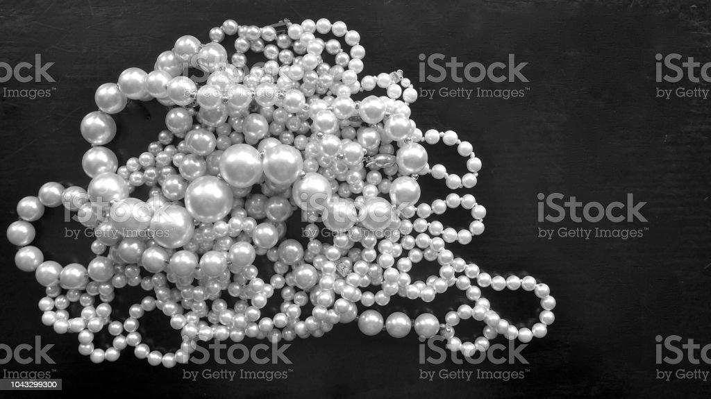 un collier de perles en allemand