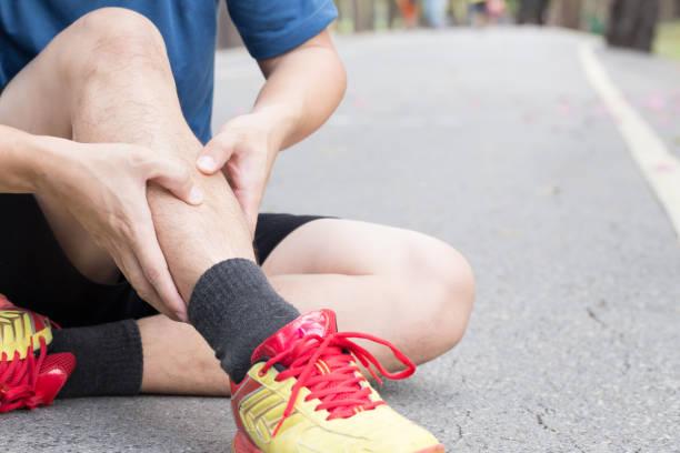 実行中、スプリント症候群から新骨損傷 - 脛 ストックフォトと画像