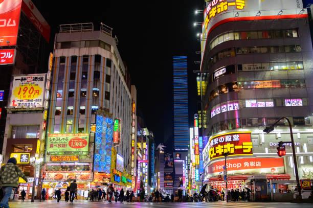 Shinjuku Kabukicho Tokio, Japan sehr berühmtes Einkaufszentrum, Unterhaltung, Bar und Restaurant – Foto