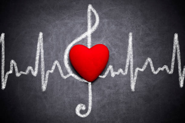 brilhante coração clave de sol e linha de eletrocardiograma - desenhos de notas musicais - fotografias e filmes do acervo