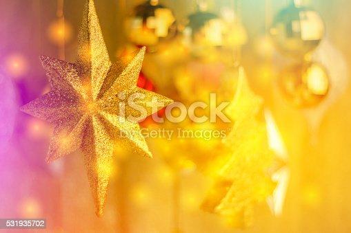 istock shiny  tree gifts and decoration 531935702