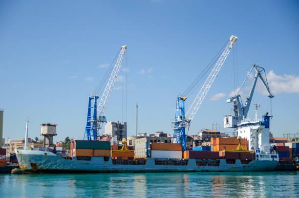 ship at the dock – zdjęcie