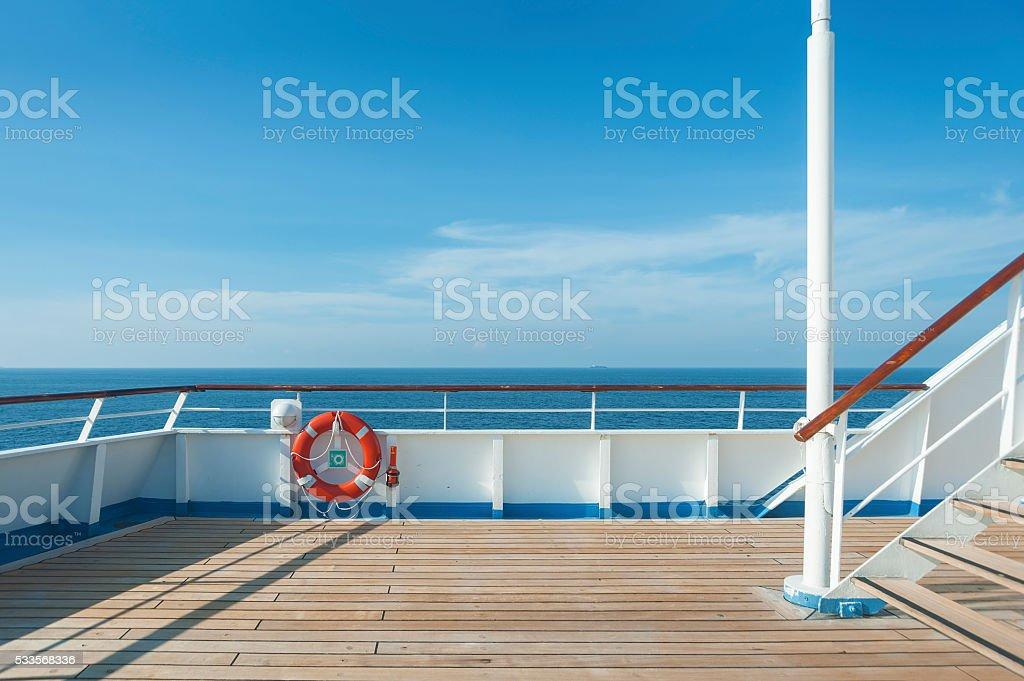 Schiff deck, Boje und blauen Meer – Foto