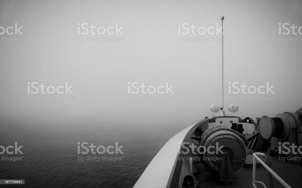 Отправляйте находятся в тумане стоковое фото