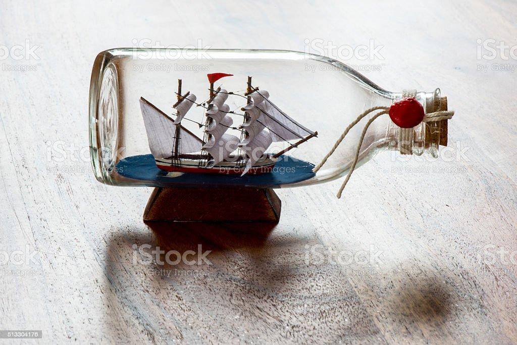 Navio Dentro de Garrafa - foto de acervo