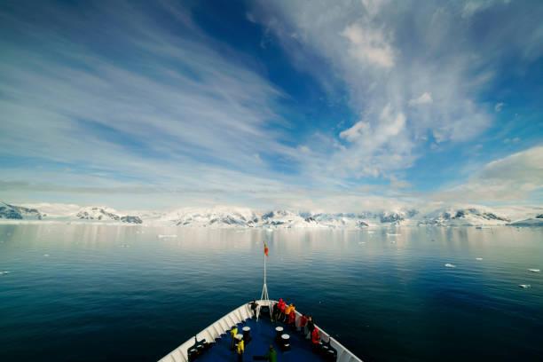 船で南極大陸 - 南極旅行 ストックフォトと画像