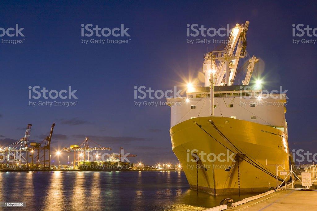 Schiff im Hafen – Foto