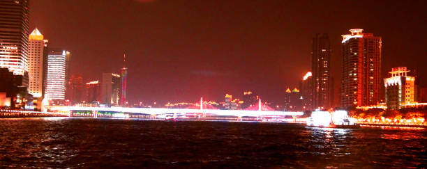 Gemi gece Guangzhou Çin cumhuriyeti Pearl nehri tarafından hareket stok fotoğrafı