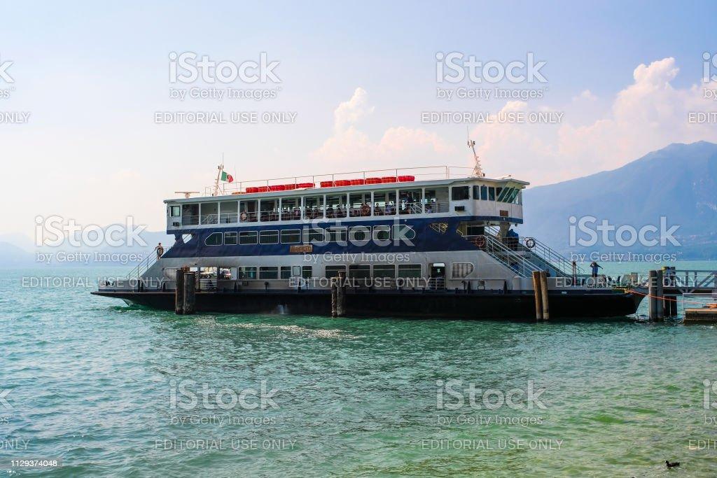 navire sur le lac de garde en Italie - Photo