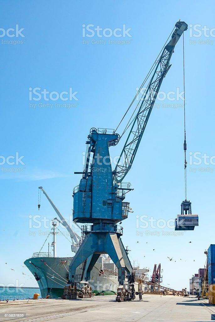 ship unloading – Foto