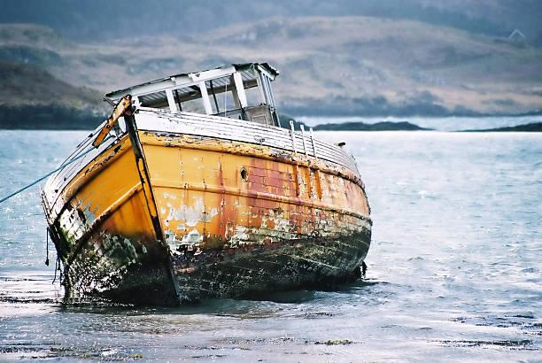 schiff zerstörten boot - jake*s stock-fotos und bilder