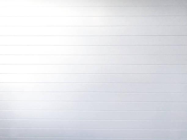 feuillures fond blanc - mur bois photos et images de collection
