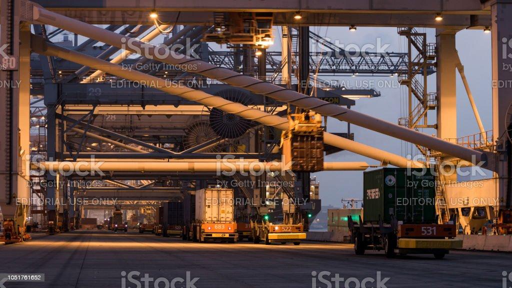 Schifffahrt Hafen Container-terminal in der Nacht – Foto