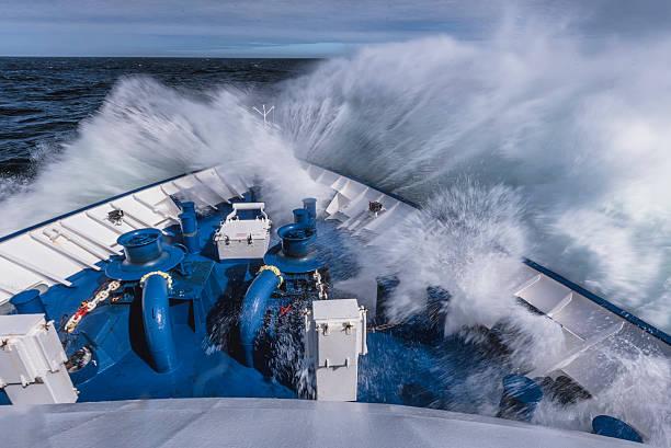 Proue jeu de grosse vague - Photo