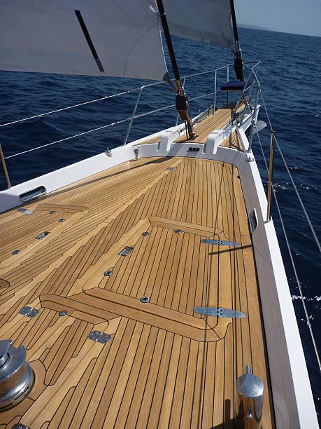Ship's bow einem Luxus-yacht Segeln – Foto