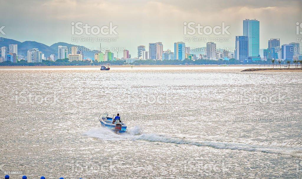 Ships canoes running toward Lizenzfreies stock-foto