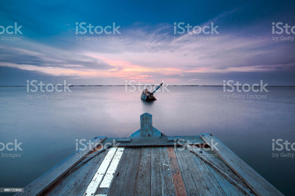 Shipwreck of fish boat at sunset in Thailand. Lizenzfreies stock-foto