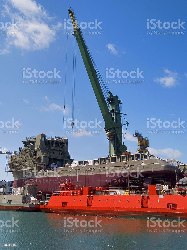 Shipyard - Royaltyfri Arbetsfartyg Bildbanksbilder