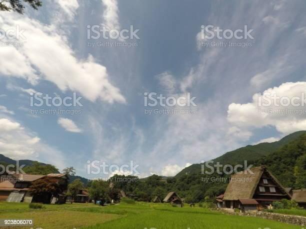 Shirakawago gasshozukuri picture id923806070?b=1&k=6&m=923806070&s=612x612&h=tvil6bv1j1gprbunljwagdeyv9yc3lsi1q6vg bqxrq=