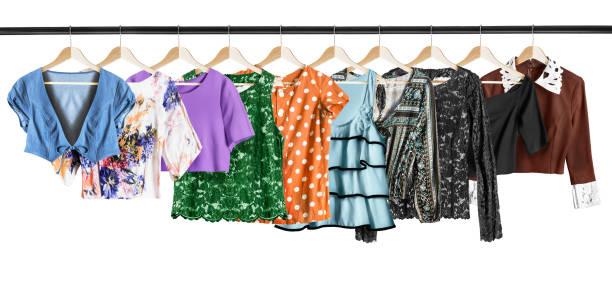 kleiderständer-shirt - rüschenbluse stock-fotos und bilder