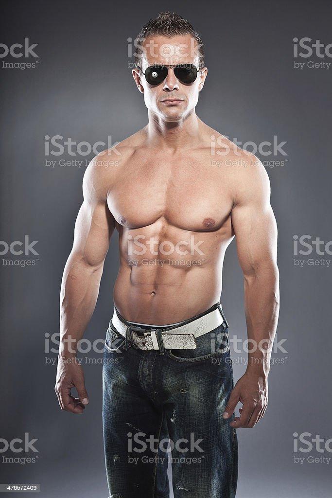 A Petto Nudo Fisico Uomo Fitness Cool Guy Looking Difficili Occhi