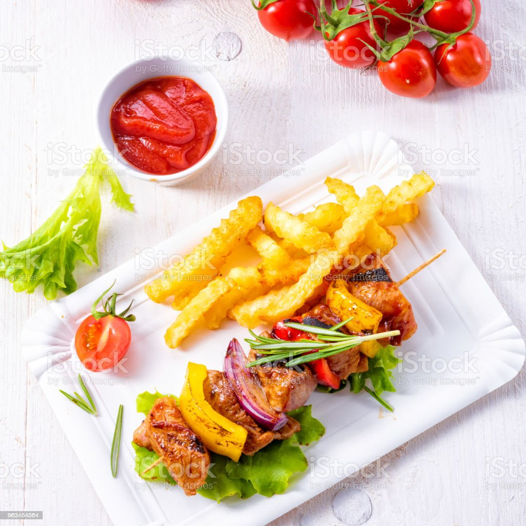 shish kebab skewers with marinated ham meat paprika and red onion - Zbiór zdjęć royalty-free (Barbecue)