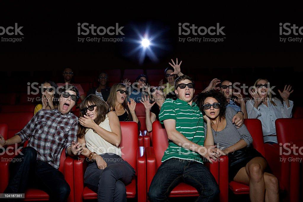 Bouleversé couple dans la salle de cinéma - Photo