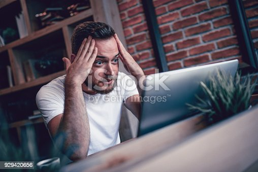 istock Shocked Freelancer in Disbelief Working at his Favorite Coffee Place 929420656